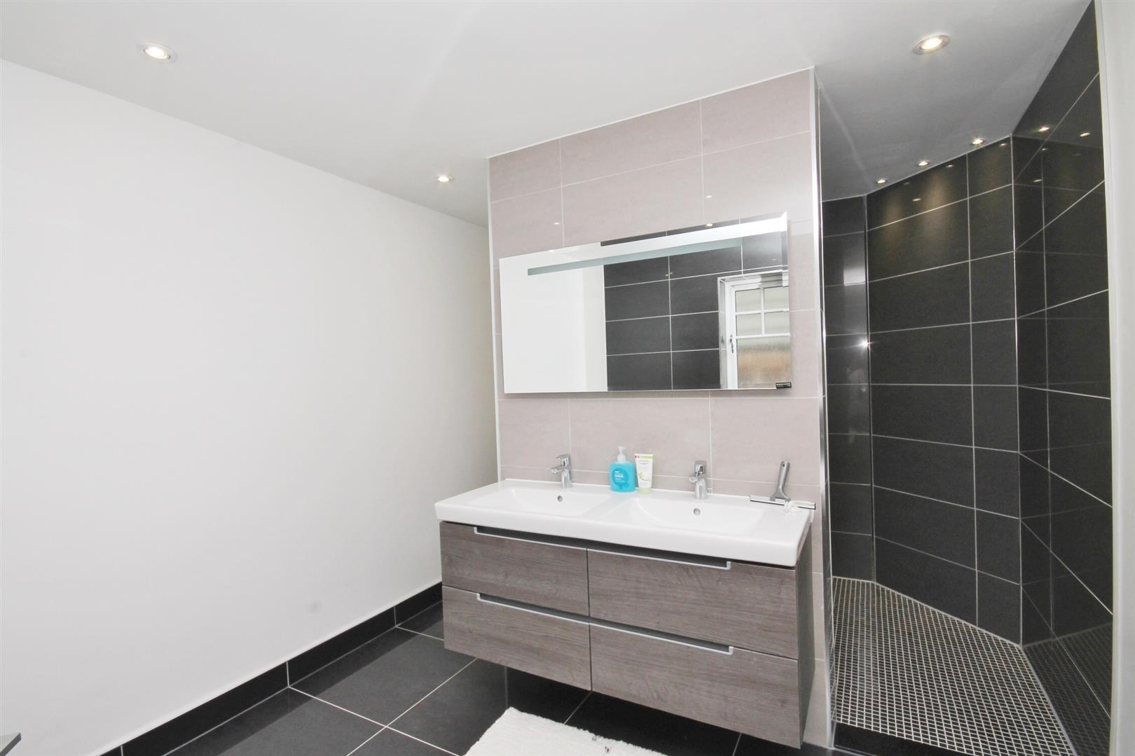 THREE SECTIONED EN-SUITE BATH/SHOWER ROOM